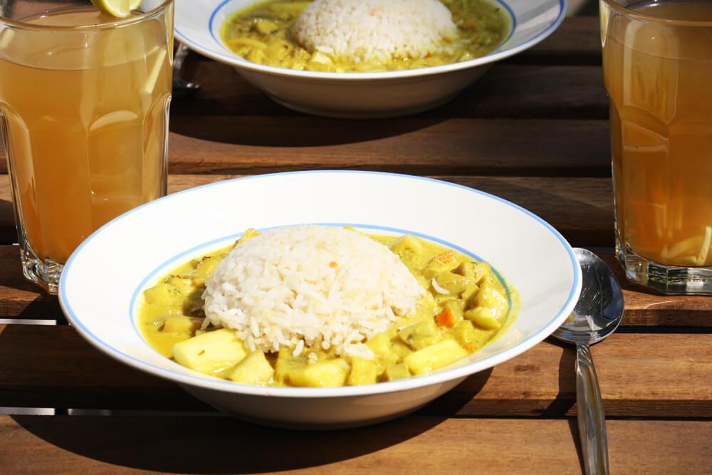 Curry mit Kokosmilch, Karotten, Ingwer, Knoblauch