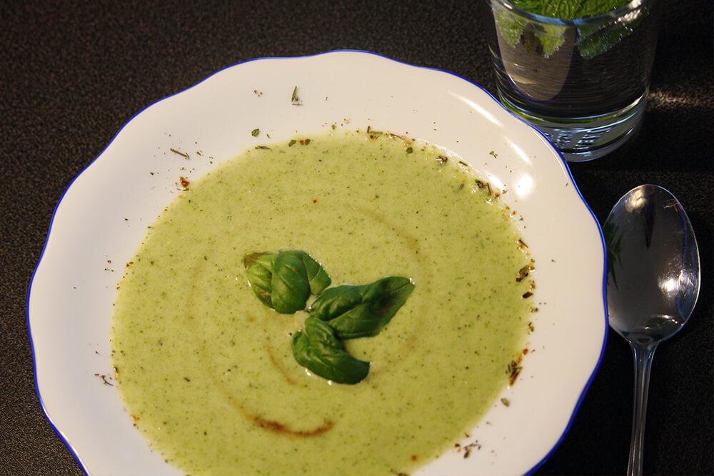 Brokkolicremesuppe aus Kokosmilch