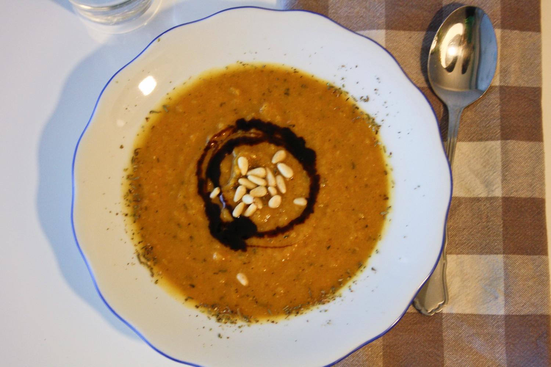 Kürbiscremesuppe mit Zimt und guten Gewürzen