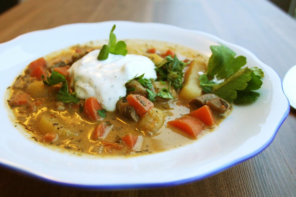 Herzhafte vegetarische Suppe
